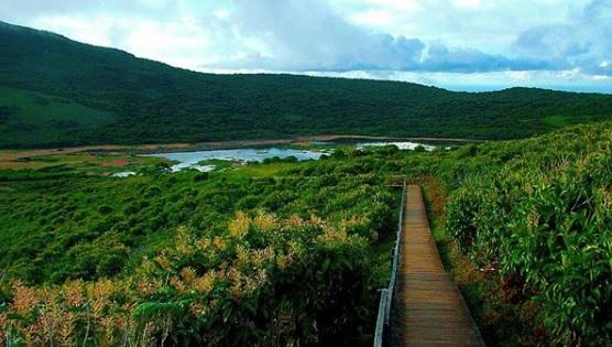 San Cristobal isla con mayor reserva de agua dulce Junco Lagoon