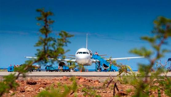 """Isla Baltra principal aeropuerto de Galápagos - Aeropuerto Ecológico """"Seymur"""""""