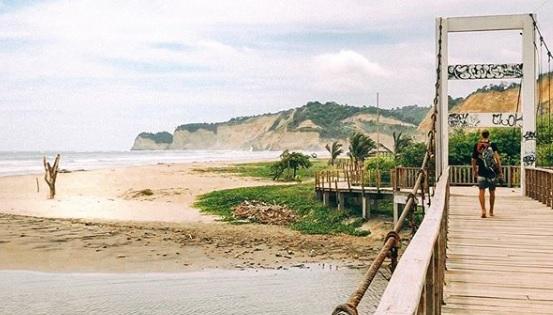 Playa de Canoa en la provincia de Manabí