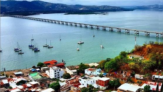 Puente Los Caras en la Ruta del Sol Ecuador