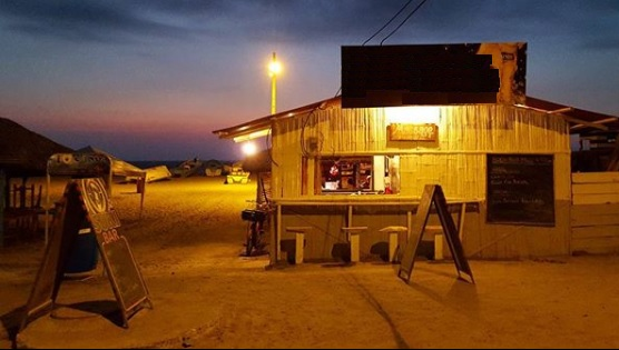 Zona de bebidas en Playa de Canoa